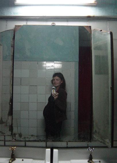 "<p><span style=""font-size: 8pt; color: #808080;"">Tanguería. Buenos Aires. Octubre 2005.</span></p>"