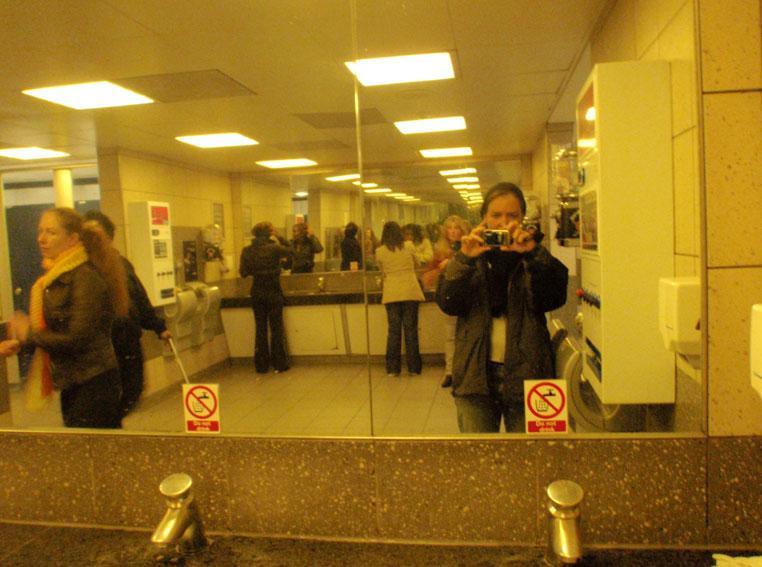 "<p><span style=""font-size: 8pt; color: #808080;"">Liverpool Street station. UK. Octubre 2010</span></p>"