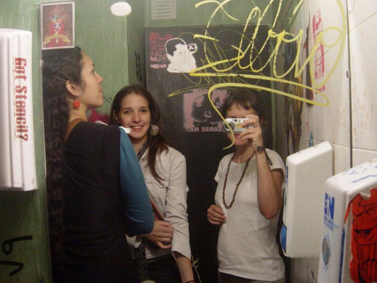 "<p><span style=""font-size: 8pt; color: #808080;"">Bar. Buenos Aires. Octubre 2008.</span></p>"