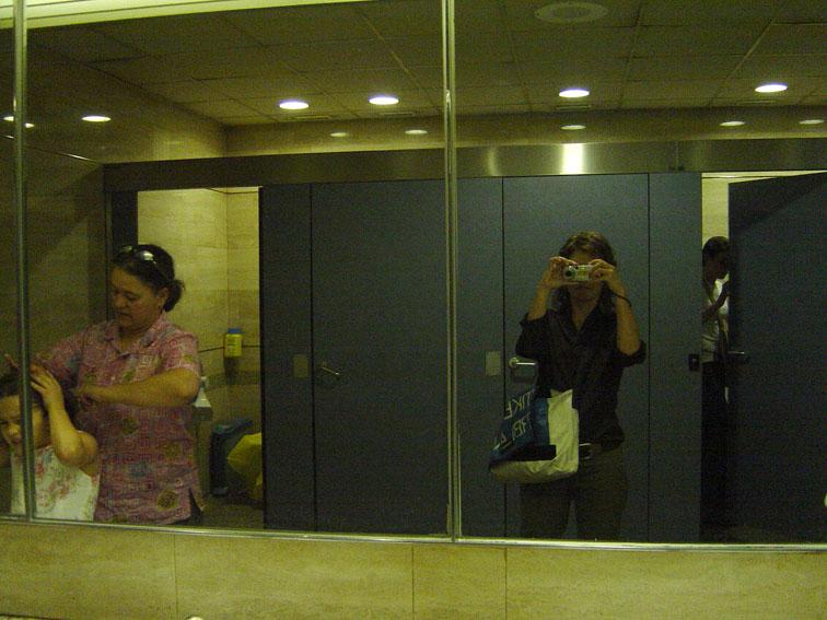 """<p><span style=""""font-size: 8pt; color: #808080;"""">Aeropuerto de Madrid. 2003</span></p>"""